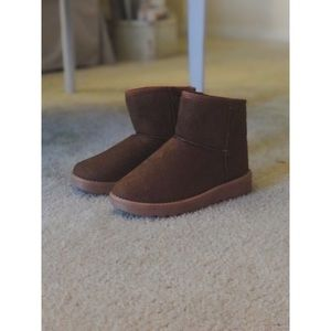 Fall/Winter short boots (look like uggs)